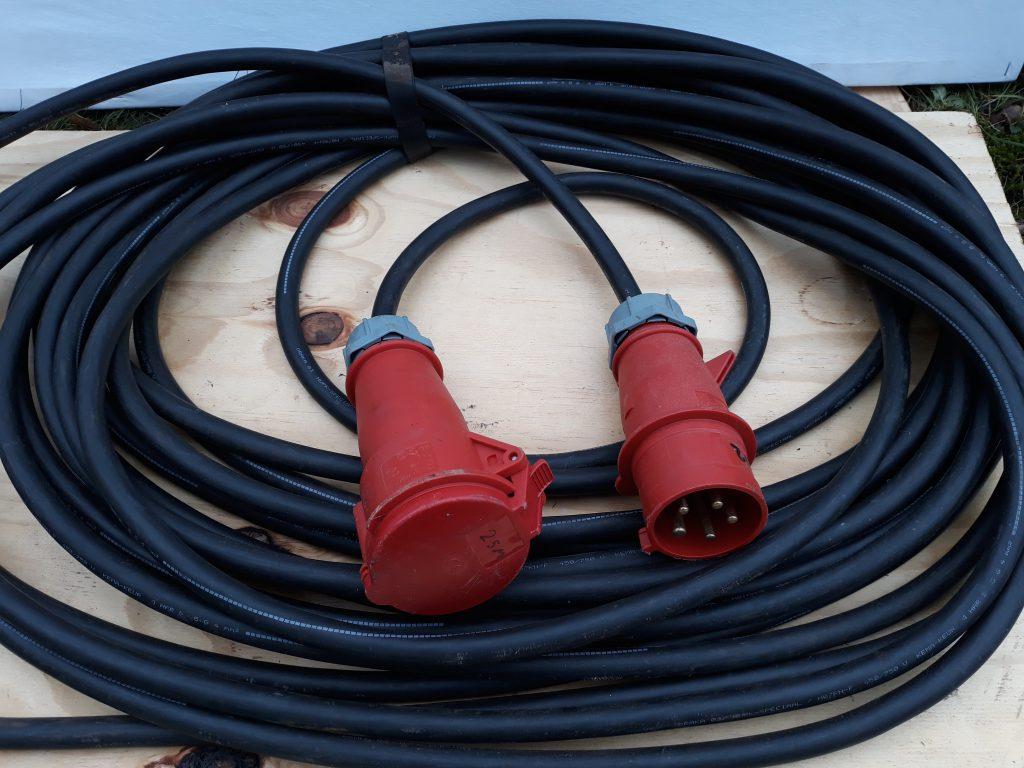 Verhuur Kabels : CEE 400v-32A 5 polig lengte 25m.